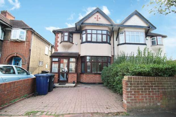 Semi Detached House for sale in Ingram Way, Greenford, Middlesex, UB6 8QG