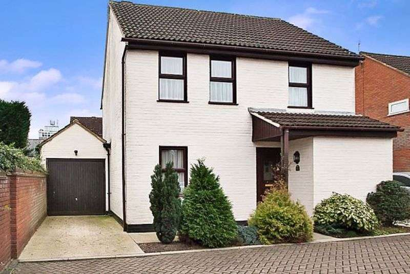 4 Bedrooms Property for sale in Brentwood Place, Brentwood
