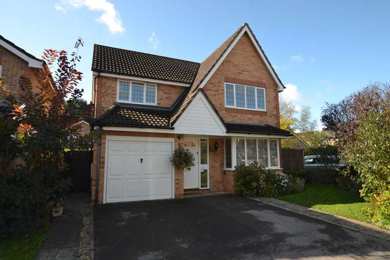 4 Bedrooms Detached House for sale in Maple Leaf Drive, Bordon, Hampshire, GU35