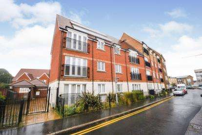2 Bedrooms Flat for sale in Primrose Hill, Chelmsford, Essex