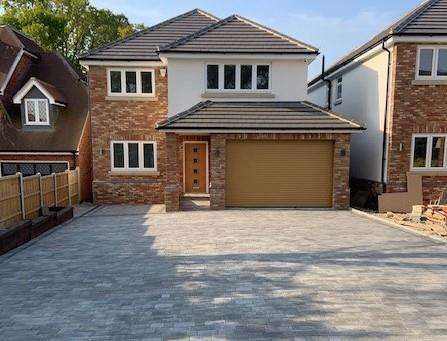5 Bedrooms Detached House for sale in Swale Road, Benfleet