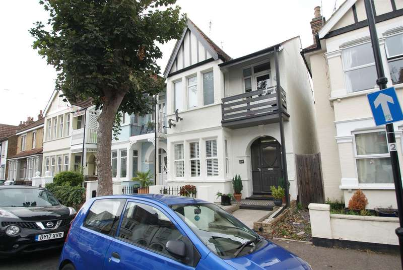 1 Bedroom Flat for sale in Leigh Hall Road, Leigh-On-Sea