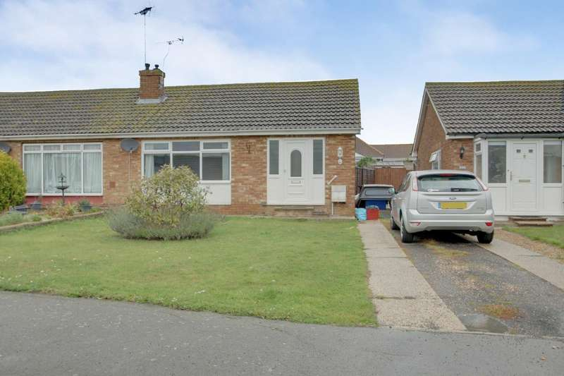 2 Bedrooms Semi Detached Bungalow for sale in Credon Drive, Great Clacton