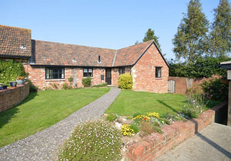 3 Bedrooms Bungalow for sale in Granary Court, Mudford, Yeovil, Somerset, BA21