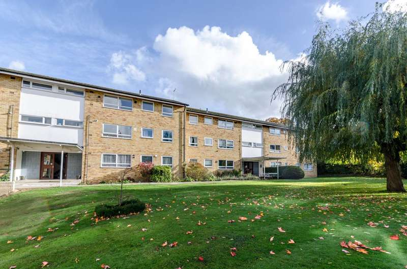 2 Bedrooms Flat for rent in Box Grove, Guildford, GU1