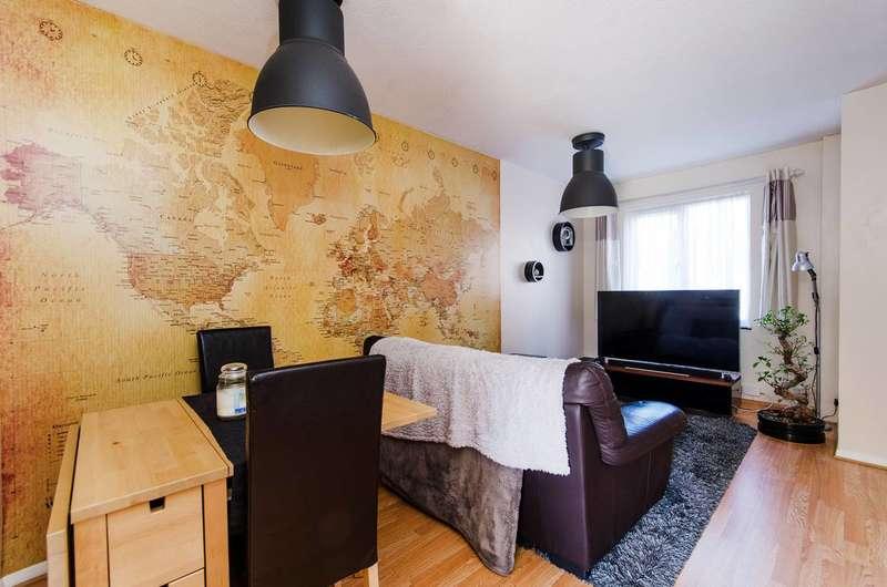 2 Bedrooms Maisonette Flat for rent in Allonby Drive, Ruislip, HA4