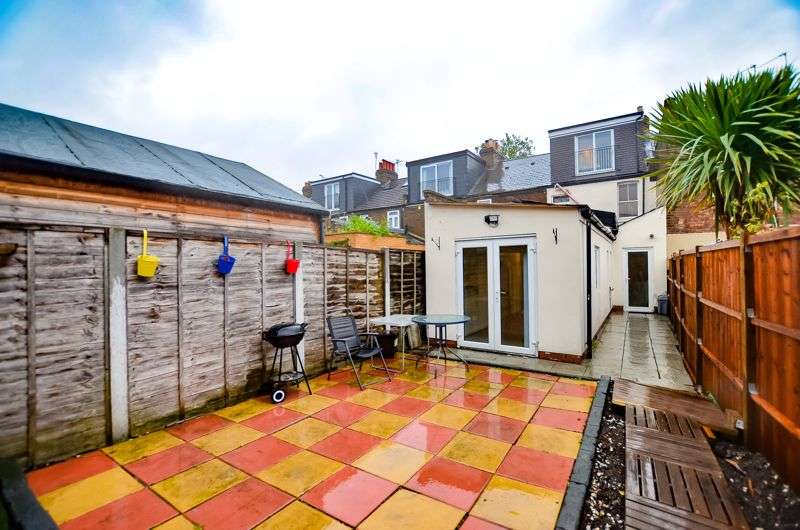 5 Bedrooms Property for rent in Lincoln Street, Leytonstone E11