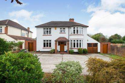 4 Bedrooms Detached House for sale in Grays, Essex