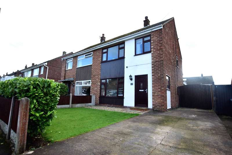 3 Bedrooms Semi Detached House for sale in Douglas Drive, Freckleton, PR4 1RY