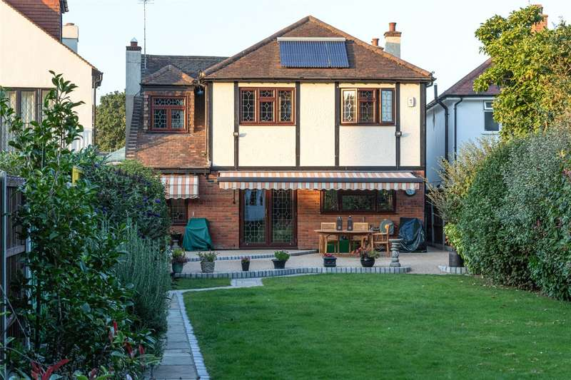 5 Bedrooms Detached House for sale in The Fairway, Leigh-on-Sea, SS9