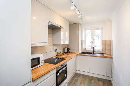 2 Bedrooms Flat for sale in Shore Road, Southampton, Hampshire