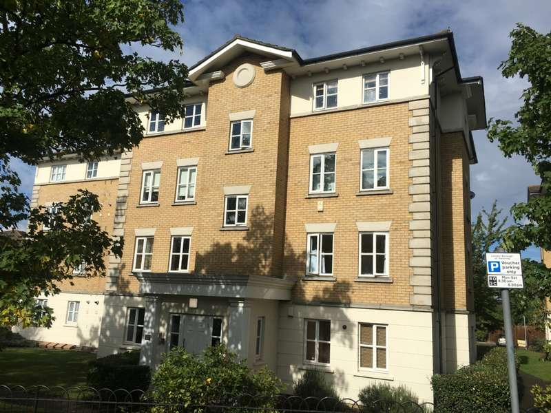 2 Bedrooms Flat for sale in Monkwood Close, Romford