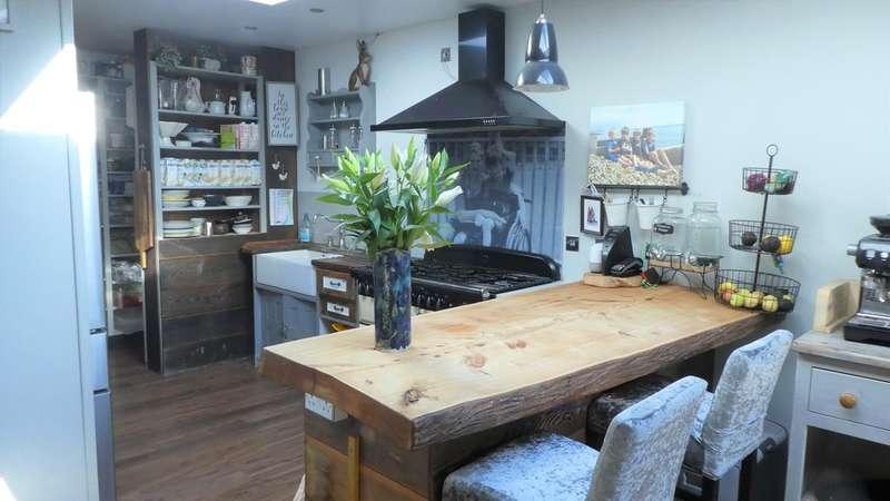 5 Bedrooms Detached House for sale in Links Avenue, Felpham