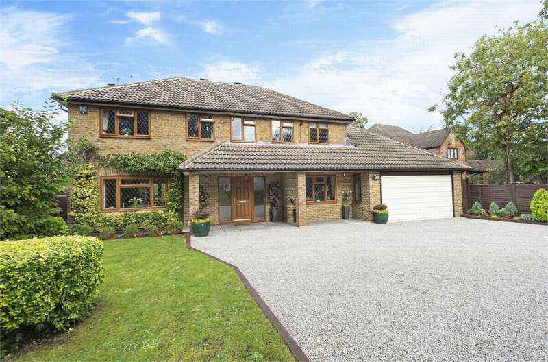 4 Bedrooms Detached House for sale in Watchetts Drive, CAMBERLEY, Surrey