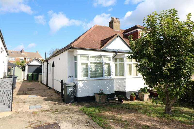 2 Bedrooms Semi Detached Bungalow for sale in Hammondstreet Road, Cheshunt, Hertfordshire, UK