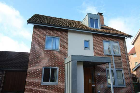 5 Bedrooms Property for sale in Mailing Way, Basingstoke