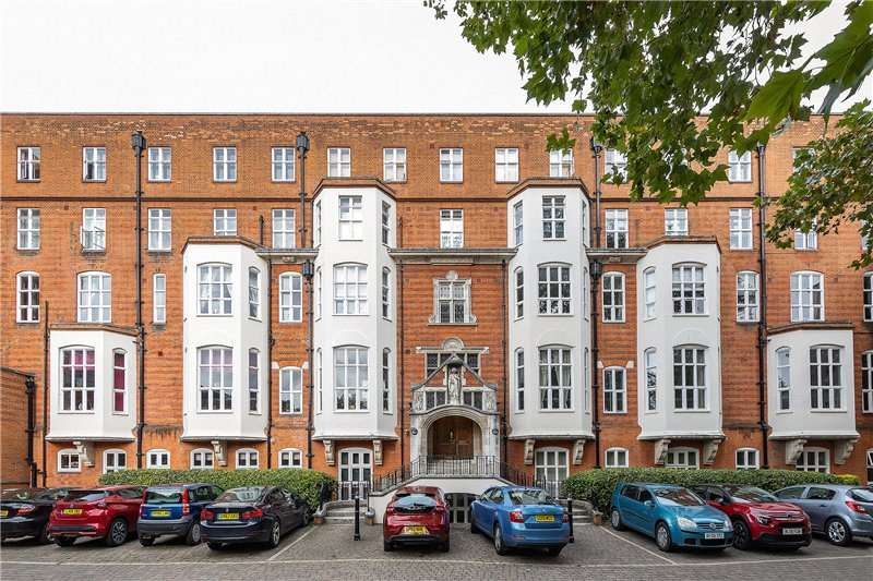 3 Bedrooms Flat for sale in St. Gabriels Manor, 25 Cormont Road, Myatts Field, London, SE5