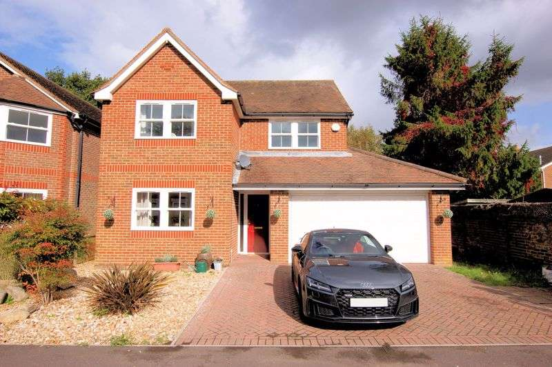5 Bedrooms Property for sale in The Briars, Catisfield Road, Catisfield, Fareham