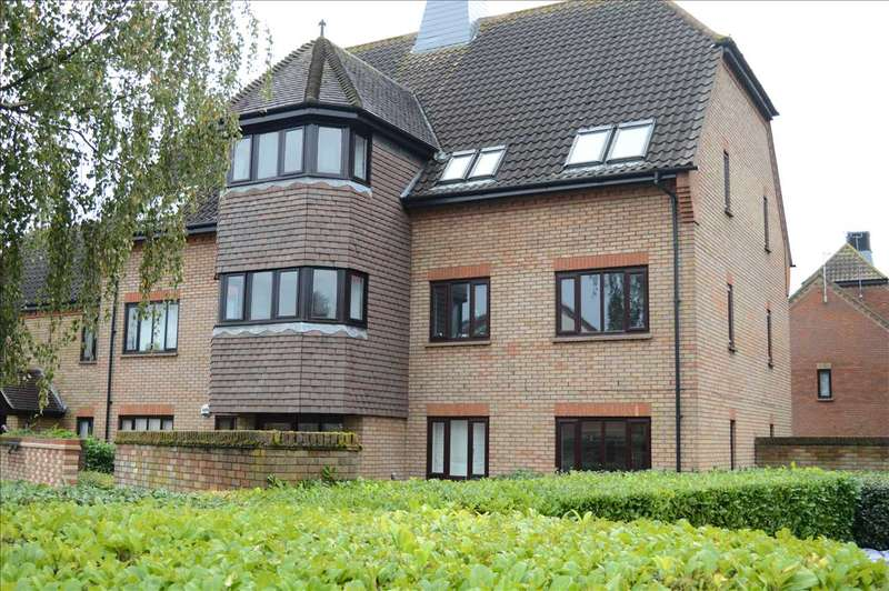 2 Bedrooms Flat for sale in Fawkner Close, Chelmer Village, Chelmsford