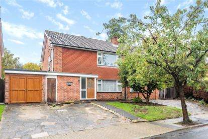 5 Bedrooms Detached House for sale in Highwood Drive, Orpington