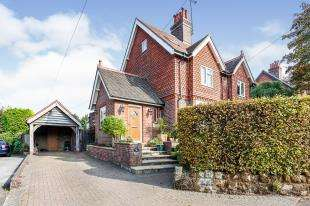 3 Bedrooms Semi Detached House for sale in North Street, Turners Hill, Crawley