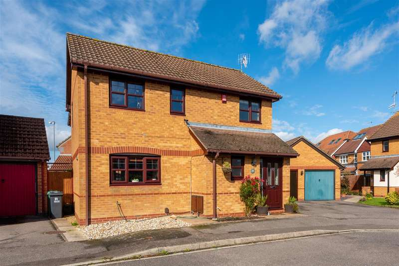 4 Bedrooms House for sale in Hardy Close, Horley