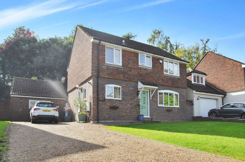 4 Bedrooms Detached House for sale in Greenwich Close, Maidstone