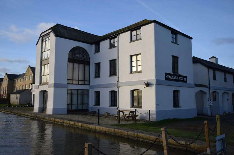 2 Bedrooms Flat for rent in Granary Court, Bude, EX23