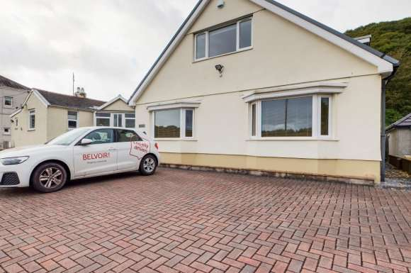 3 Bedrooms Detached House for rent in New Road, Swansea, SA10