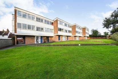 2 Bedrooms Flat for sale in Ingatestone, Brentwood, Essex