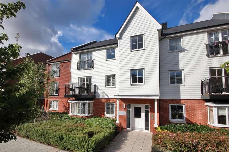 2 Bedrooms Flat for sale in Sackville Court, Eden Road, Dunton Green, Sevenoaks