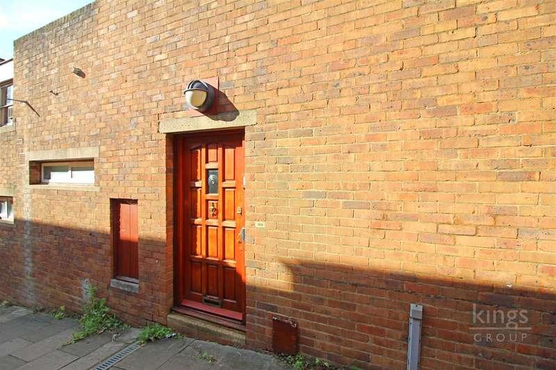 3 Bedrooms House for sale in Bishopsfield, Harlow