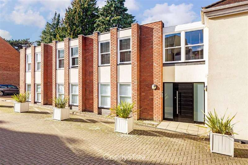 2 Bedrooms Property for sale in Lower Dagnall Street, St Albans, Hertfordshire - AL3 4PE