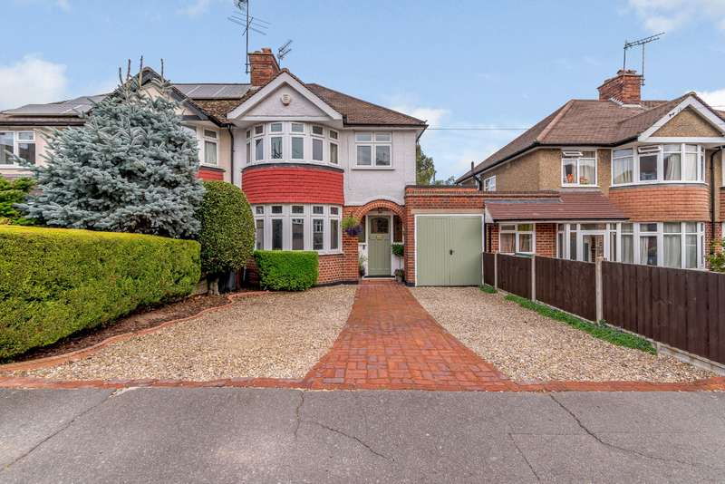 3 Bedrooms Semi Detached House for sale in Richmond Way, Croxley Green, Rickmansworth, WD3