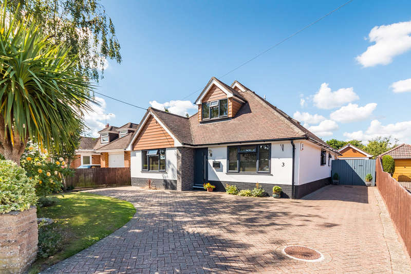 5 Bedrooms Chalet House for sale in Highfield Drive, Ringwood, Hampshire
