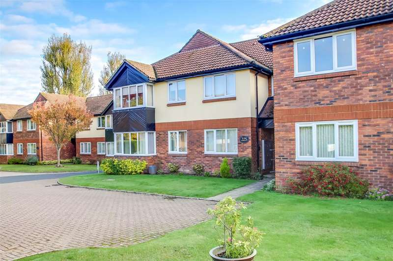 2 Bedrooms Flat for sale in Main Road, Biggin Hill, Westerham