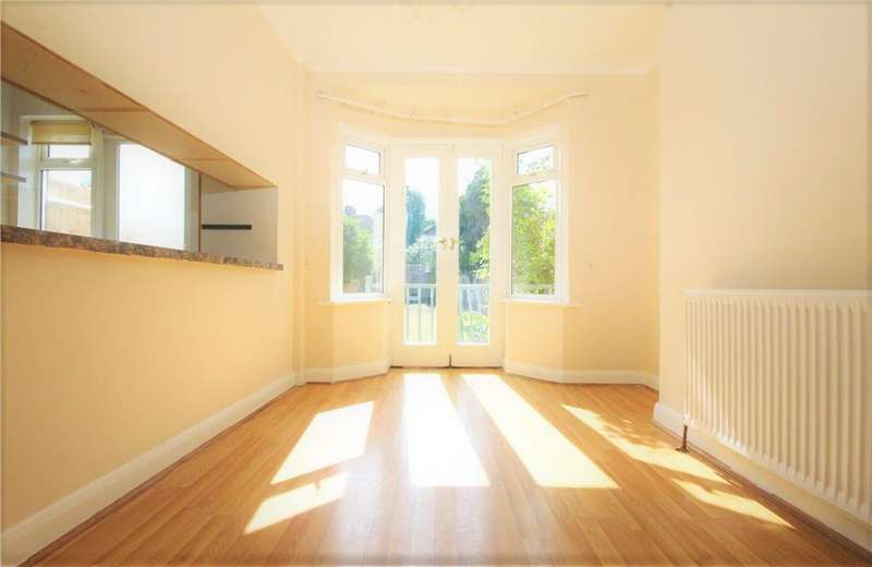 4 Bedrooms Terraced House for rent in Grasmere Avenue