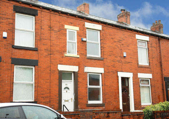 3 Bedrooms Terraced House for rent in High Barn Street, , Royton, OL2 6RW