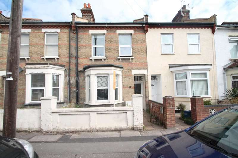 3 Bedrooms House for rent in Albany Avenue, Westcliff On Sea