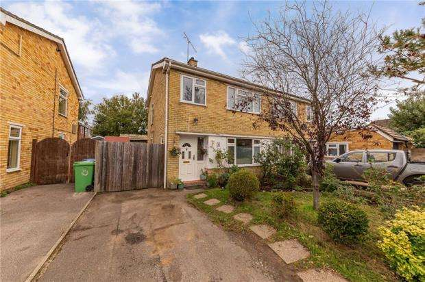 3 Bedrooms Semi Detached House for sale in Wayman Road, Farnborough, Hampshire