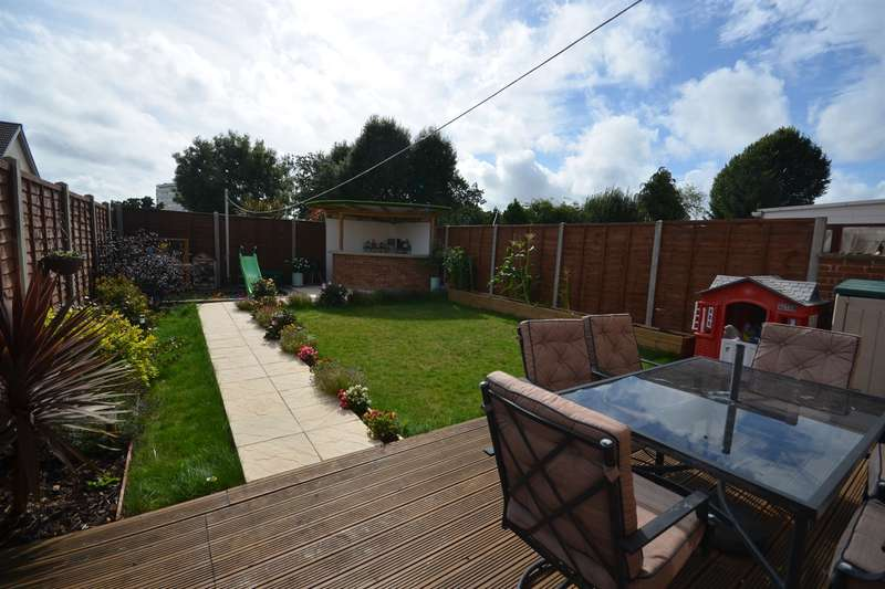 3 Bedrooms House for sale in Kingsclere Avenue, Southampton, SO19