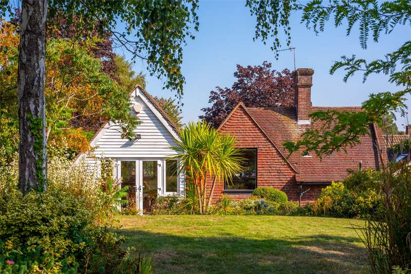4 Bedrooms Detached House for sale in Beaufort Close, Reigate, Surrey, RH2