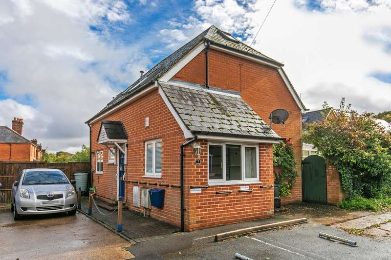 3 Bedrooms Detached House for sale in Conifer Close, Fulflood, Winchester, SO22