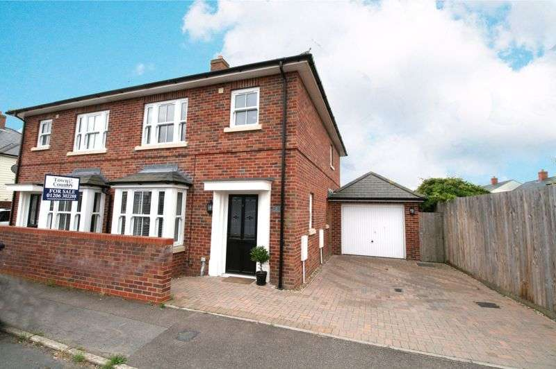 3 Bedrooms Property for sale in Ophir Road, Brightlingsea