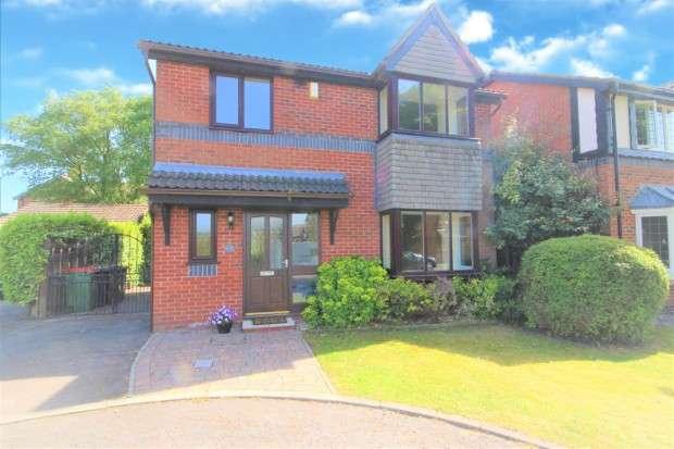 4 Bedrooms Detached House for sale in Kingsmuir Avenue, Preston, PR2