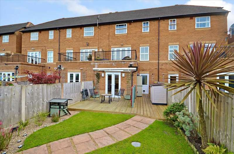 4 Bedrooms Town House for sale in Lytham Court, Euxton, Chorley