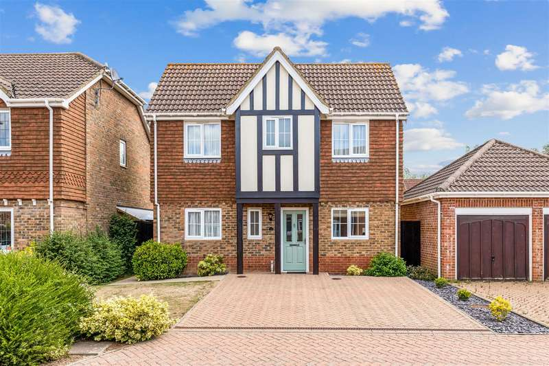 4 Bedrooms Detached House for sale in Haywain Close, Kingsnorth, Ashford