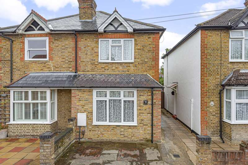 3 Bedrooms Semi Detached House for sale in Mayo Road, Walton On Thames, KT12