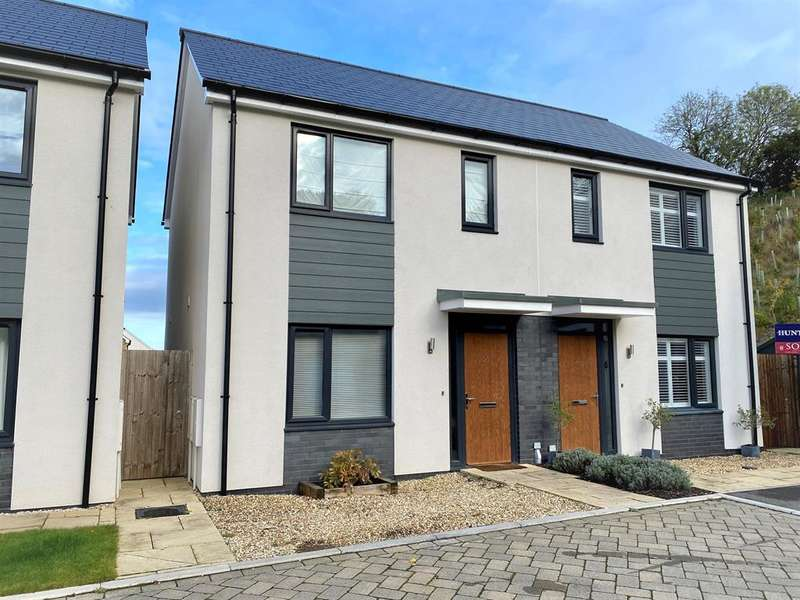 2 Bedrooms Semi Detached House for sale in Budding Way , Dursley, GL11 5BE
