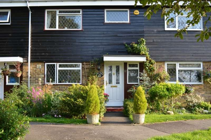 3 Bedrooms Terraced House for sale in Rowland Walk, Romford, Essex, RM4